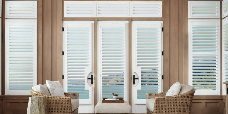 Palm-Beach-in-Bright-White-Living-Room-Shutters-1-900x450