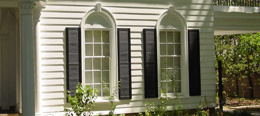 decorative-louvered-composite-extra-rail-black-applied-1